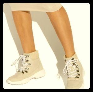 Leenah Hiker Sneaker, Size 10